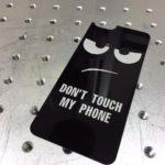 Лазерная гравировка на задней крышке IPhone